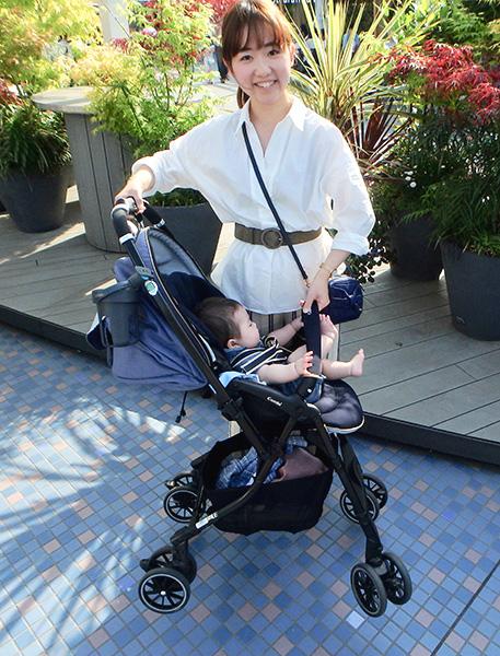 赤ちゃんを乗せたままでもカンタンに持ち上げられる軽さ